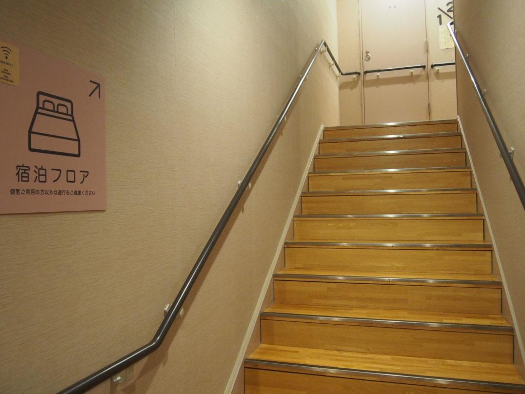 宿泊部屋への階段