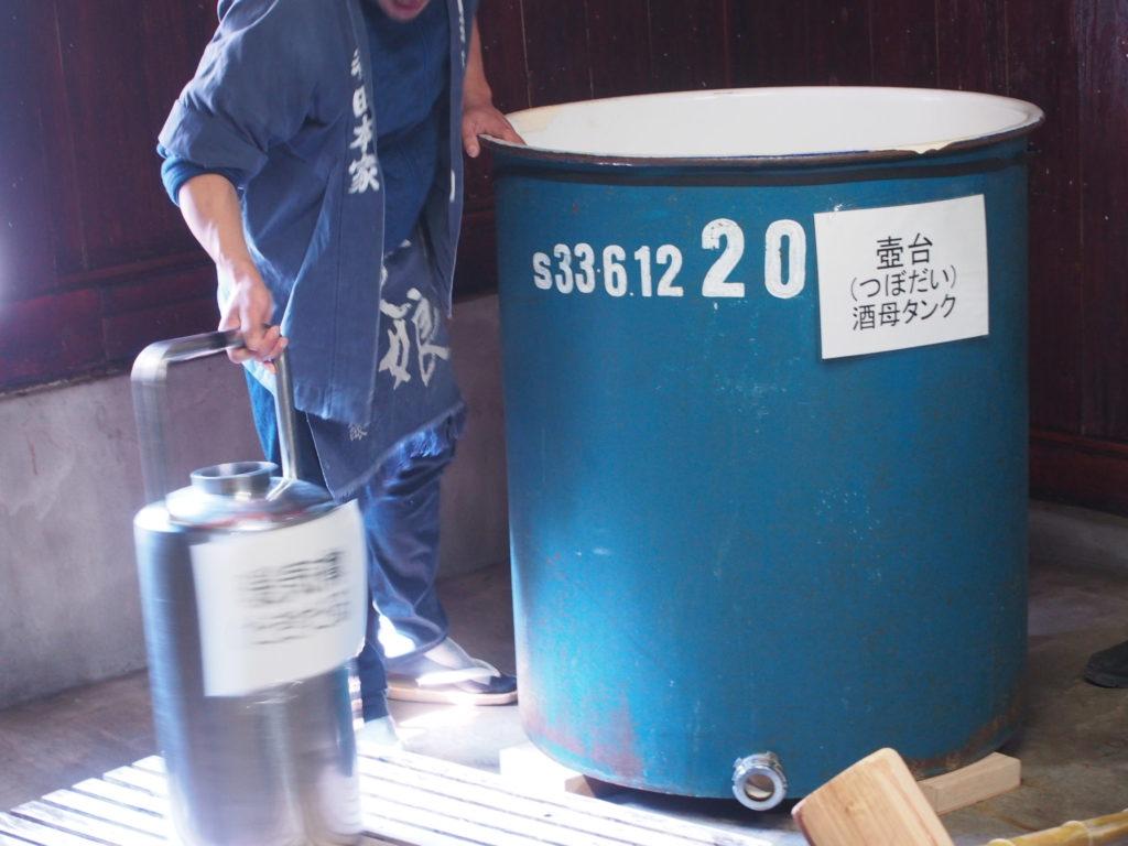 酒母タンクと暖気樽