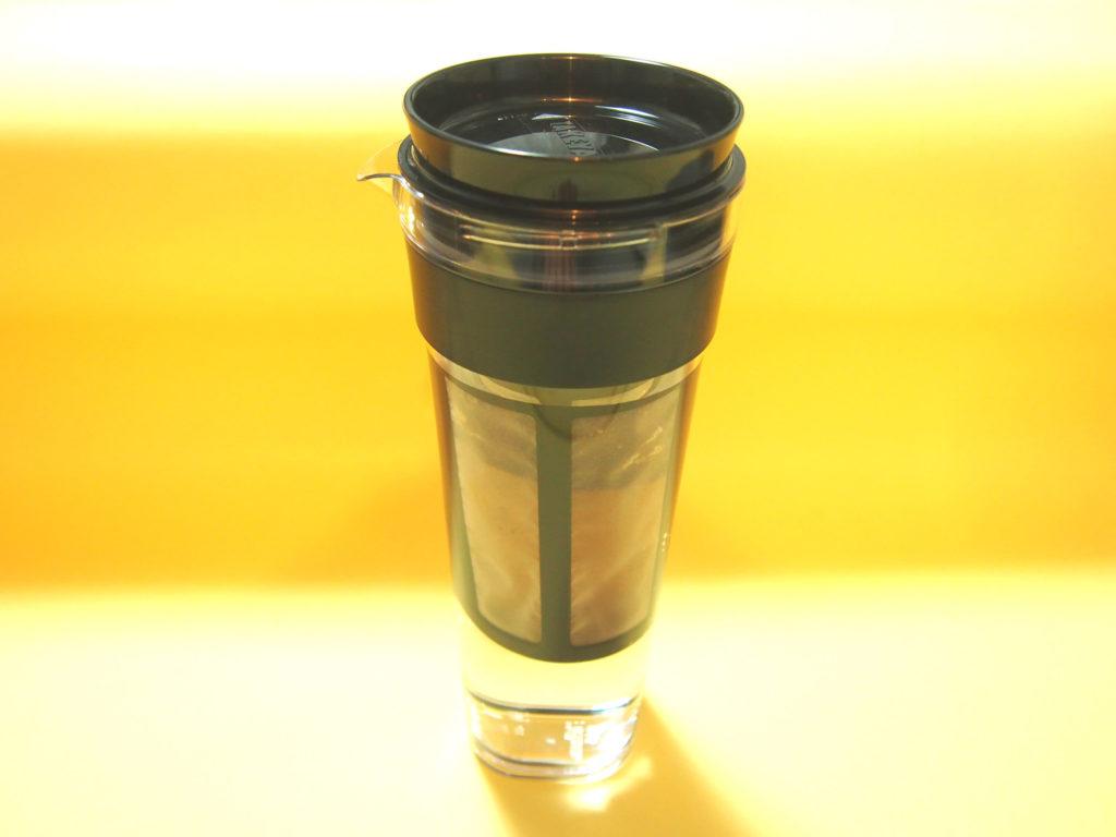 水を入れた水出しコーヒーポット