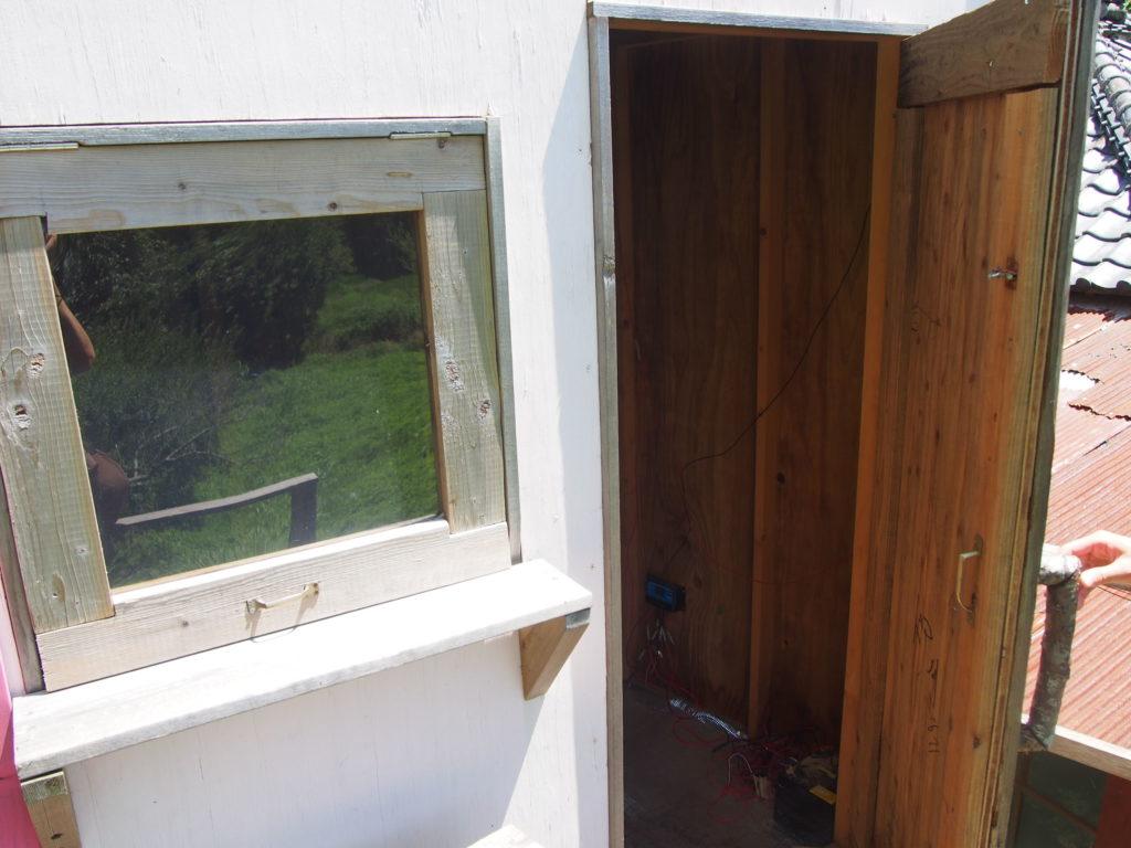 手作りの小屋