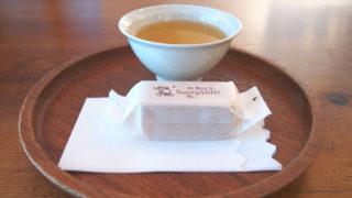 お茶とパイナップルケーキ