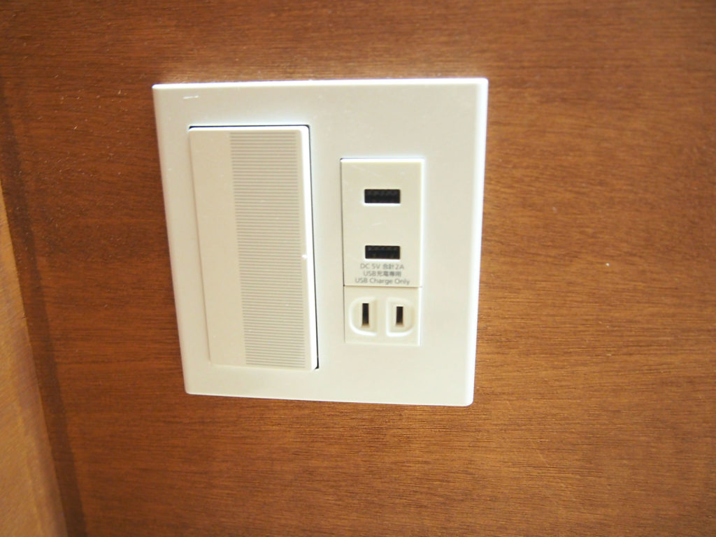 コンセントと電気のスイッチ