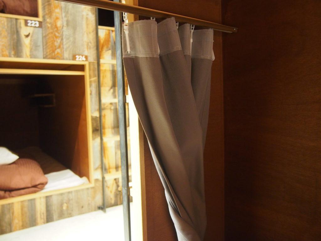 ドミトリールームのカーテン