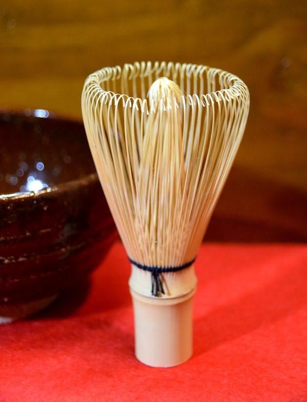 茶筅と抹茶椀 (藤岡、珈琲の淹れ方イメージ)