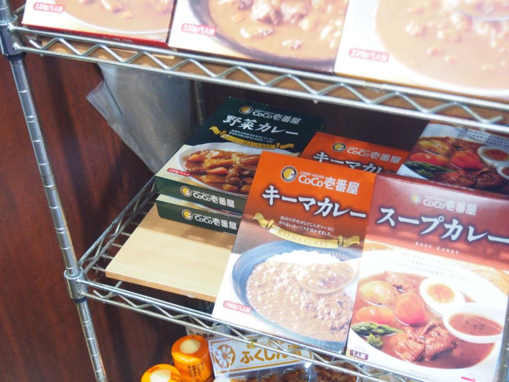展示棚とCoCo壱番屋野菜カレー