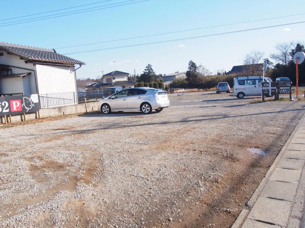 芋屋TATAの駐車場