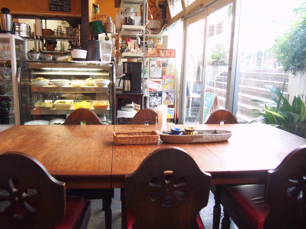 なぎ食堂店内テーブル席