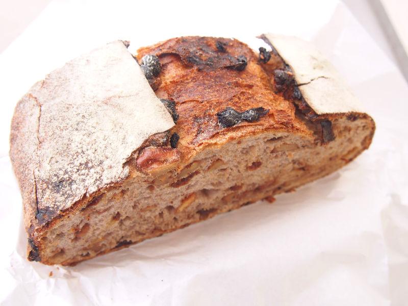 カンパーニュクルミレーズンのパン