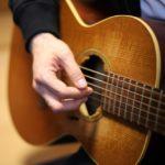 アコースティックギター (SHOWROOM社長前田裕二さんの経歴(生い立ち)は路上での弾き語りに原点があったイメージ画像)