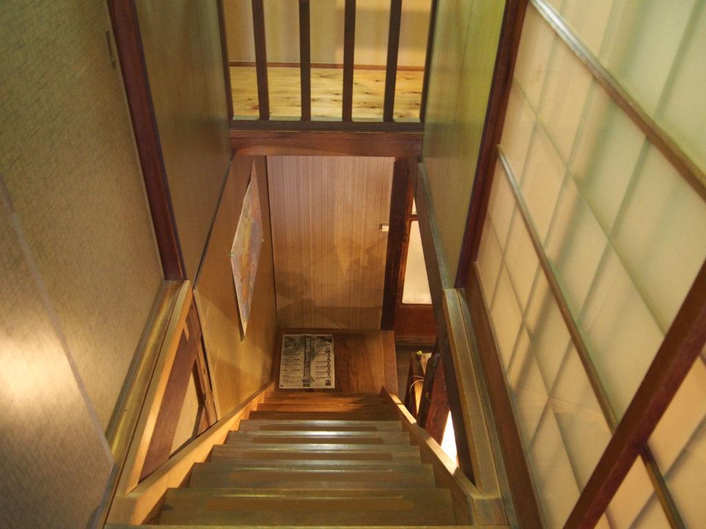 2階から見下ろした階段