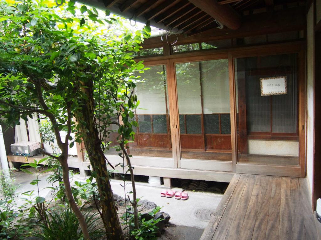 中庭と縁側