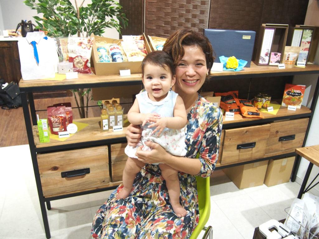 GIFT & CRAFT Mita (ギフト・アンド・クラフト ミタ)のオーナーさんと赤ちゃん
