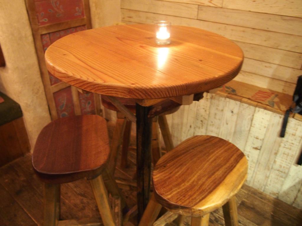 3人掛けのバーテーブル席