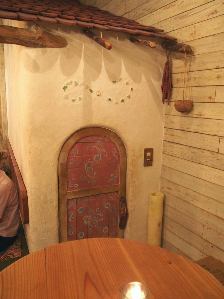 地球を旅するCAFE店のトイレ