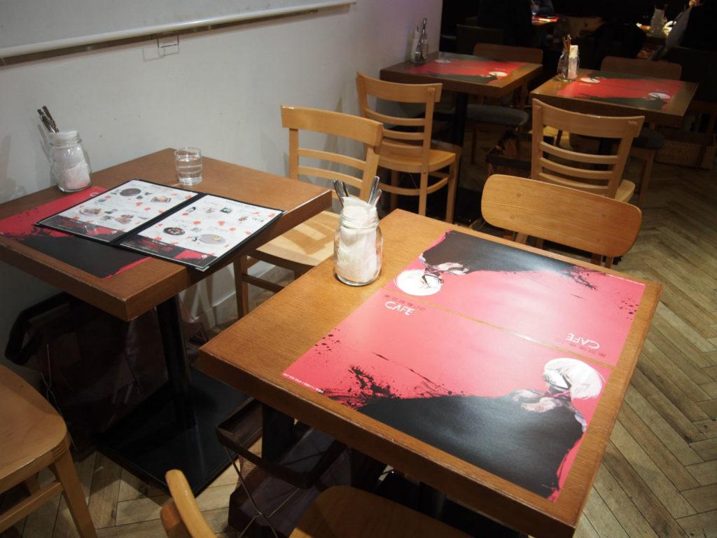 東京喰種:re CAFEのテーブル席