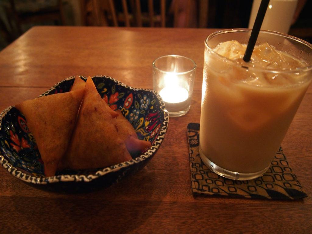アフリカンサモサとメープル&オーガニックソイミルクティー