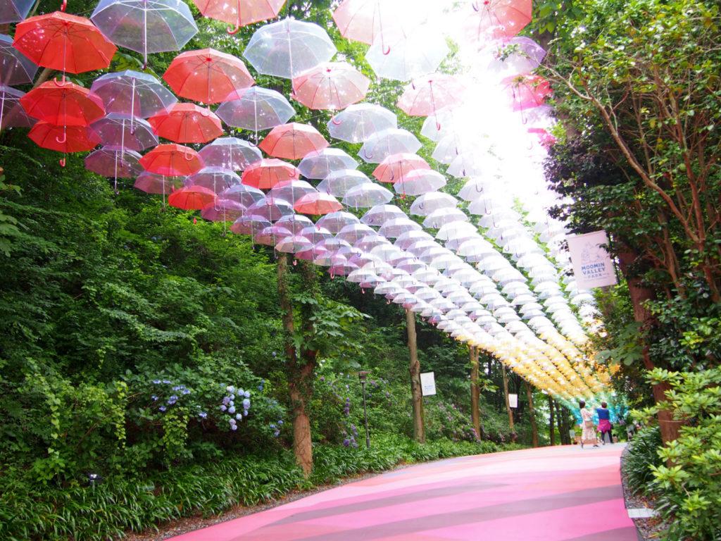 傘が彩るアンブレラスカイ