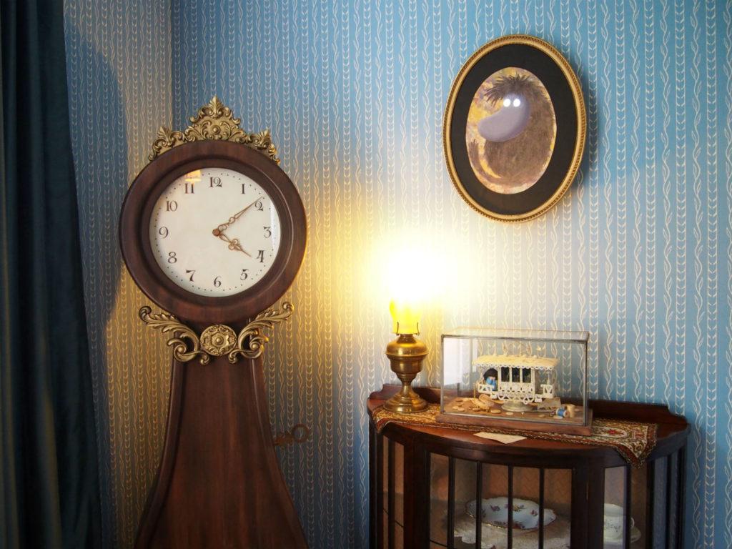 時計と肖像画