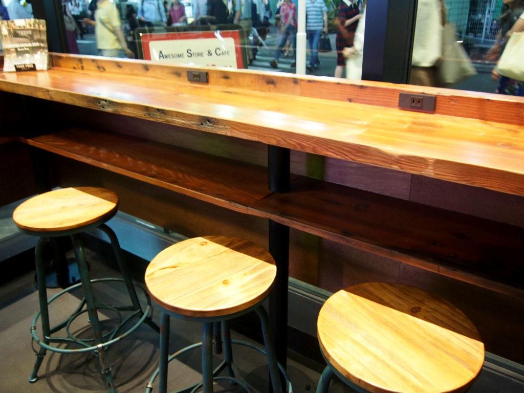 オーサムストアカフェのカウンターテーブル