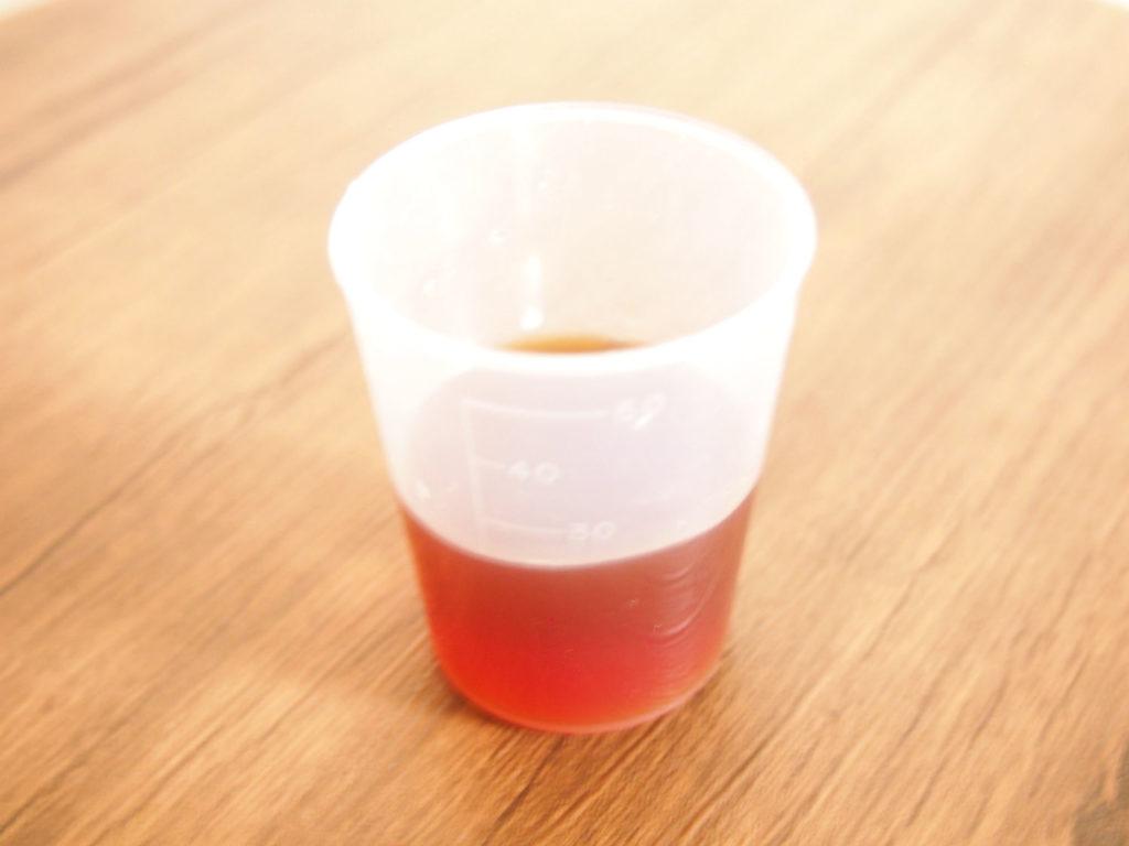 優光泉梅味の入った計量カップ