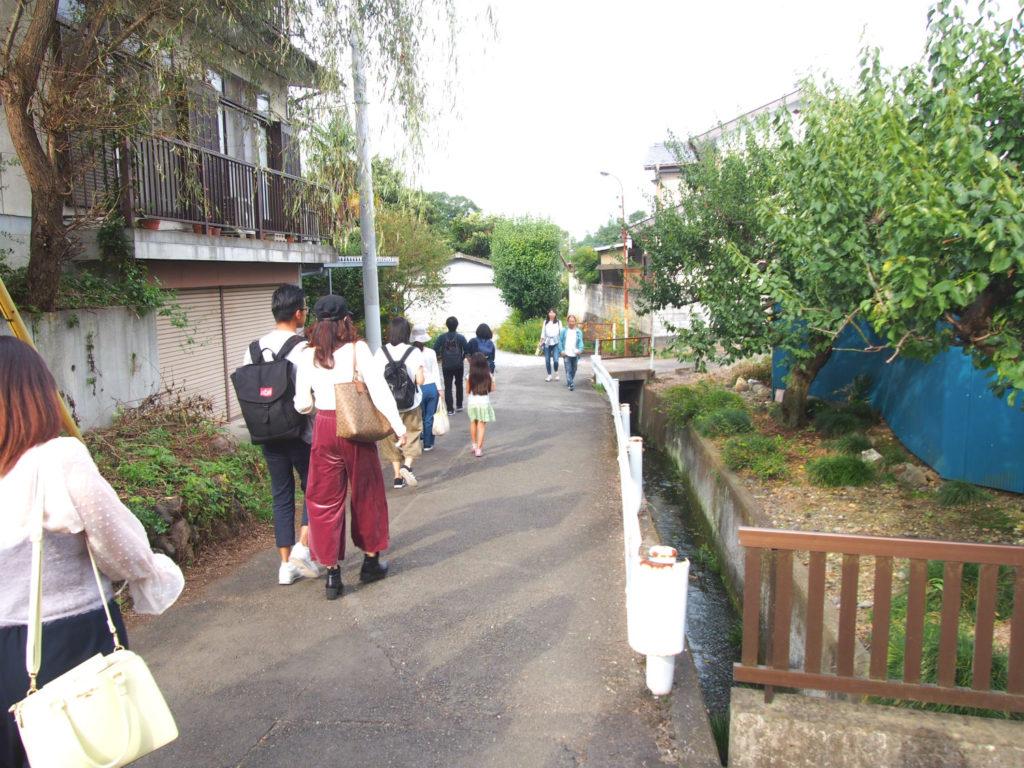 高麗駅から巾着田への道