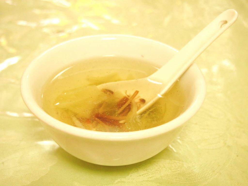 線條手打餃子専門店のスープ