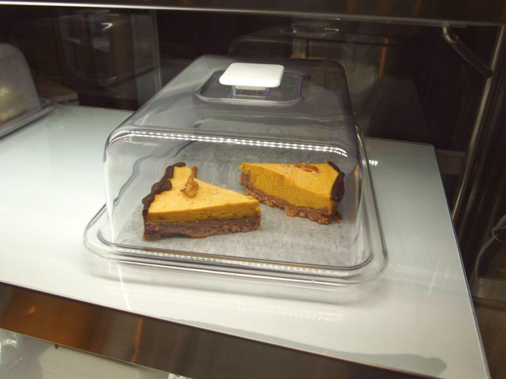 サフランのヴィーガンケーキ