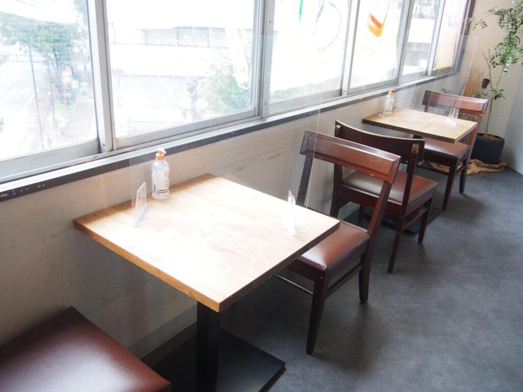 KiboKoの窓際のテーブル席